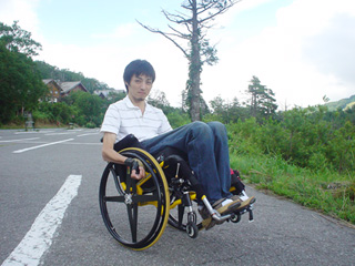 頚髄損傷者の車椅子のキャスター上げ